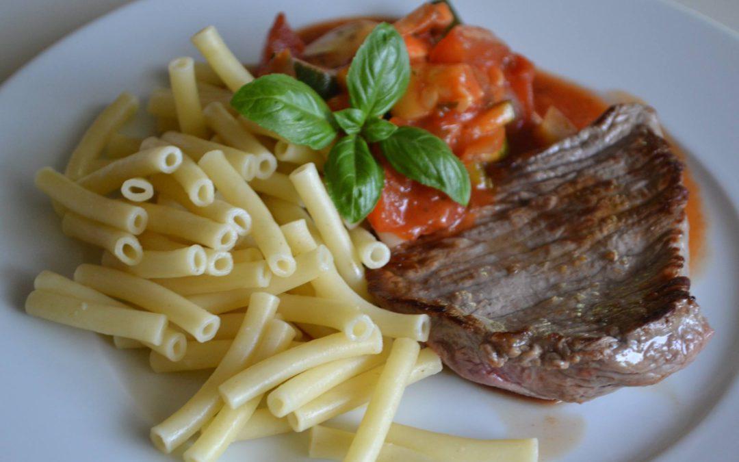 RATATOUILLE met steak en pasta