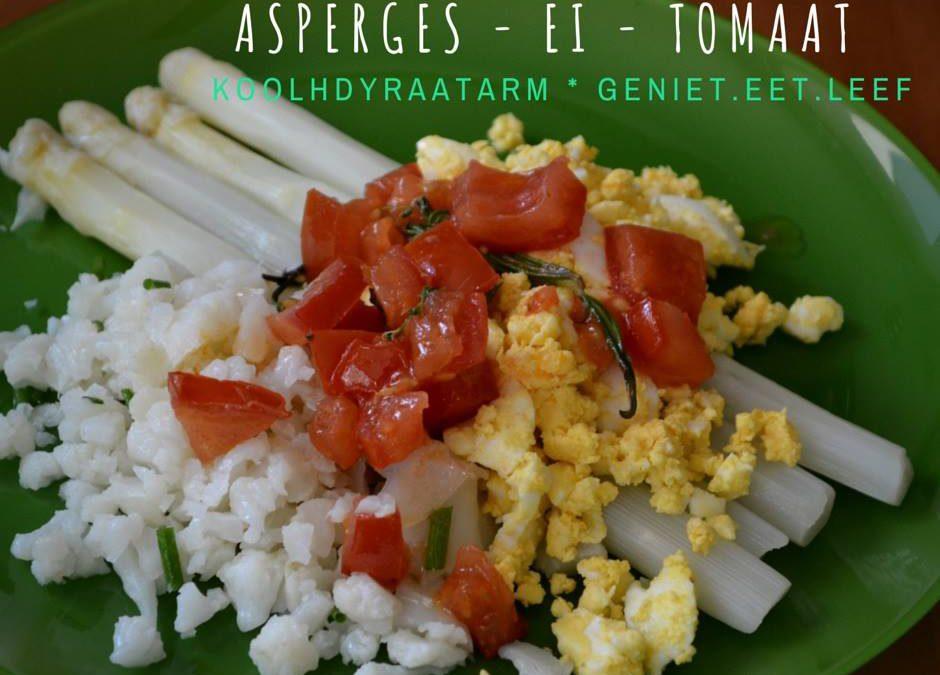Gekookte asperges met geplet ei, tomatensalsa en gestoomde bloemkool