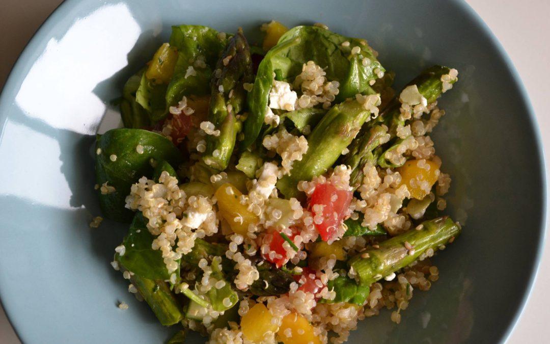Quinoasalade met feta, gandaham en groene asperges