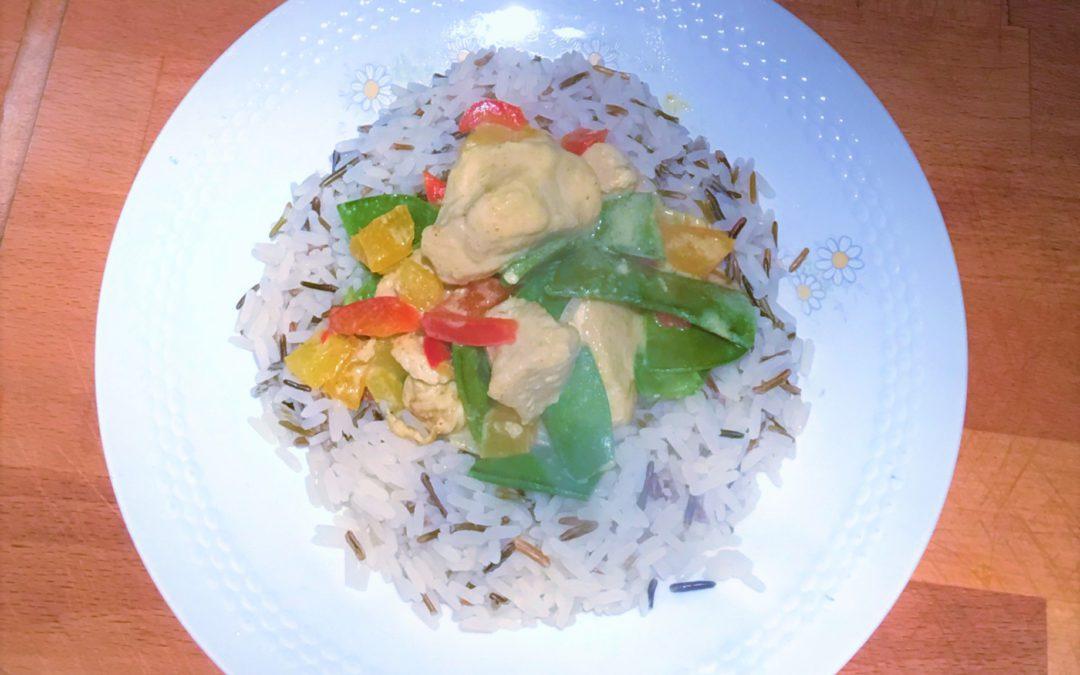 Kip- en rijstschotel met kokos