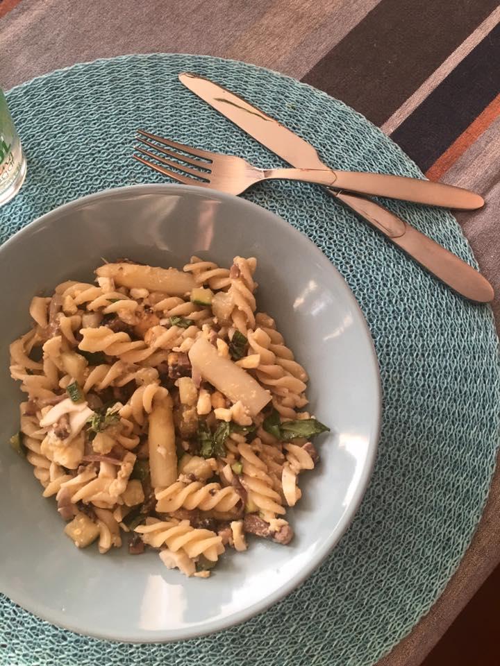 Vegetarische pasta met asperges